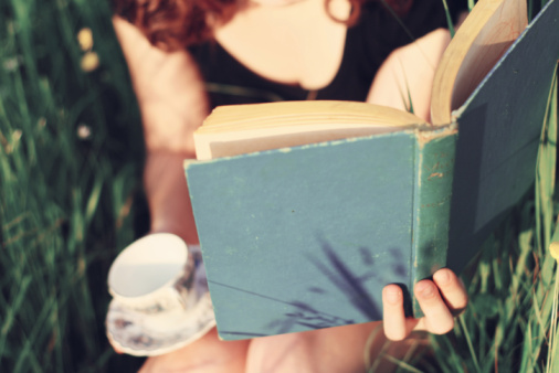 reading reduces stress & makes us happier